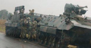 1510712738-8387-soldatyi-armii-zimbabve-pri-vyezde-v-stolitsu-harare-1-680x432