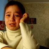 10 ёшли видеоблогер қиз обуначилари билан барбод бўлган учрашув сабабли йиғлади ва интернет юлдузига айланди (видео)