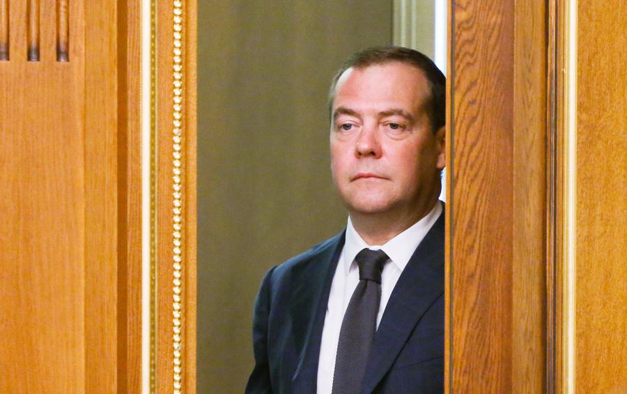 Putinning Medvedev boshchiligidagi hukumatni istefoga ketkazishi sababi malum qilindi