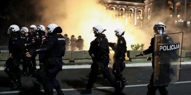 Serbiya poytakhtida komendantlik soati elon qilinishi tartibsizliklarga olib keldi
