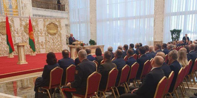 Lukashenko prezidentlik qasamyodini qabul qildi. Inaugurasiya tugrisida rasman elon qilinmagandi
